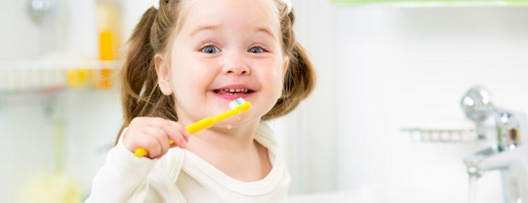 Existe um limite para quantas vezes você deve escovar os dentes em um dia?