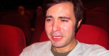 """Você acha que chorar assistindo filmes te deixa """"fraco""""? Não é assim"""