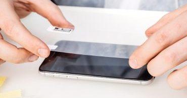 Como os protetores de tela protegem a tela de um telefone?